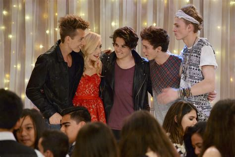 """Ratings: """"Jessie"""" Viewership Slips for The Vamps Episode"""