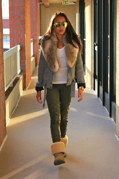 Neutral Uggs Boots, Silver Forever 21 Jackets, Olive Green